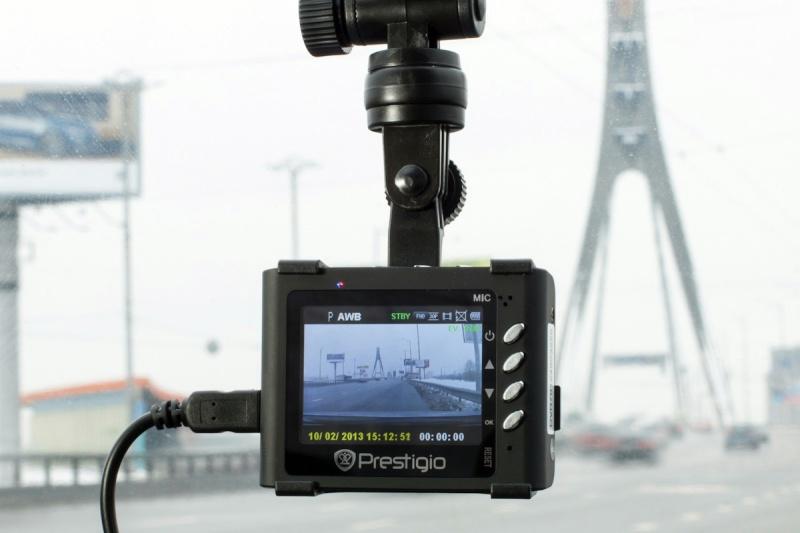 Kamera i vindrutan upp i rätten